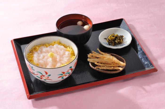 白えび刺身丼2400円