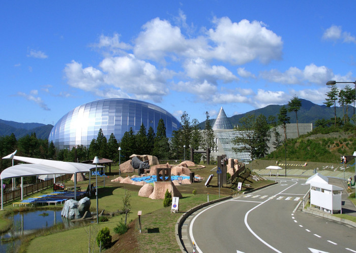福井県立恐竜博物館(外観)