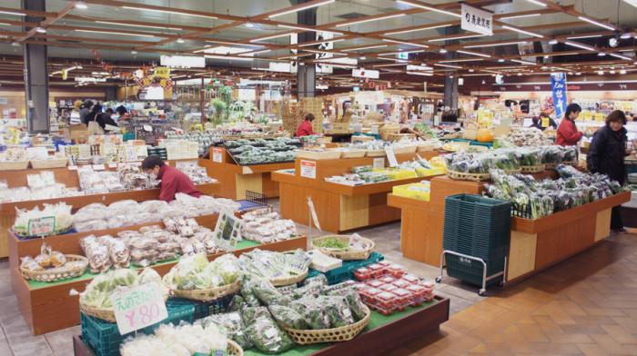 生産者から直接仕入れた完熟野菜・山菜・きのこ(店名:「旬」農産直売)