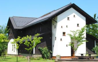 新潟の角田山麓に抱かれたワインリゾート「カーブドッチワイナリー」