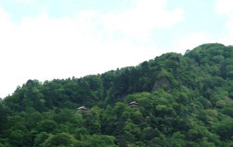 たどり着くことが困難な国宝建築、三徳山三佛寺「投入堂」