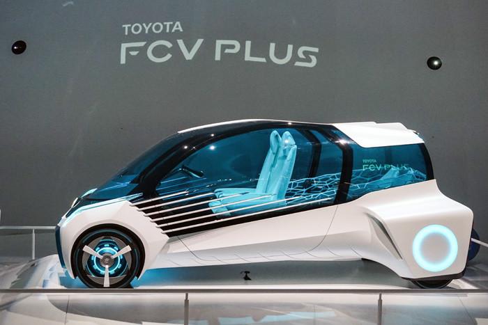 東京モーターショー2015に展示されたトヨタの燃料電池自動車のコンセプトカーFCV PLUS