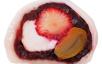 白い餅皮の中に小豆餡プラス「苺・栗・クリームチーズ」が揃い踏み!宮崎銘菓『なんじゃこら大福』