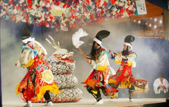 伝統の神楽を軸に、ラドン温泉と門前町を合体させたユニークなテーマパーク村『神楽門前湯治村』(かぐらもんぜんとうじむら)