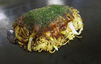 粉もの好きにはたまらない! 愛媛県松山の港町で食す、安くてうまいB級グルメ『三津浜焼き』