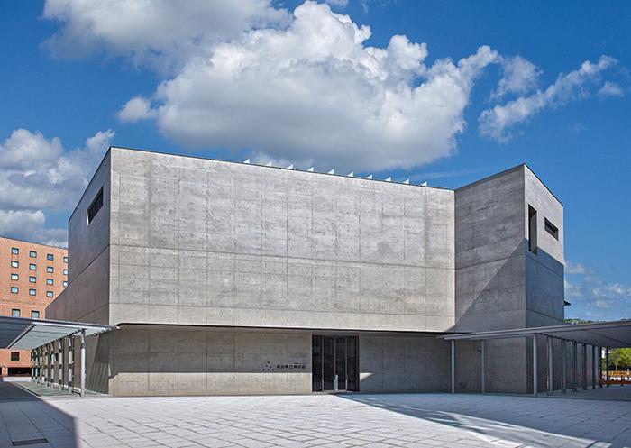 秋田県立美術館 外観 入口
