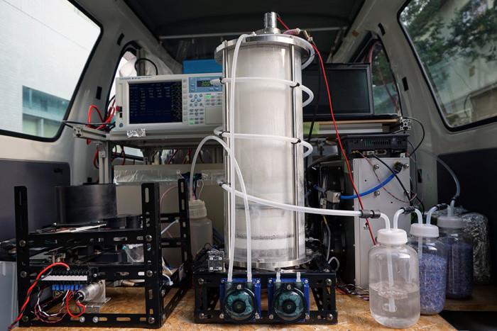 2016年時点の水素生成装置。これをブラッシュアップして長距離走行をめざす。