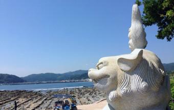 美しいビーチに亜熱帯植物、不思議な岩に囲まれた南国・宮崎の『青島』をトゥクトゥクトローリーで巡る