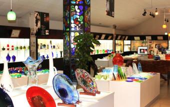 世界にひとつ! オリジナルの琉球ガラスアイテムが作れる体験工房もある『琉球ガラス村』