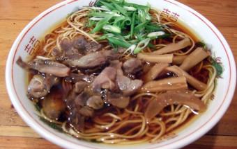 ラーメンタウン岡山県笠岡で、醤油で炊き込んだ煮鶏が特徴の『笠岡ラーメン』を食す!