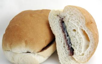 バリエーションは無限大!? 好きな具をその場で挟んでもらい、食べられる盛岡名物のコッペパン専門店『福田パン』