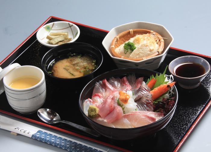 おまかせ海鮮丼 1,800円(税込)