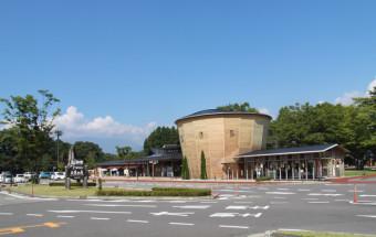 那須温泉郷の入り口にあり、那須の地産地消グルメと工芸見学・体験などが楽しめる!『道の駅 那須高原 友愛の森』