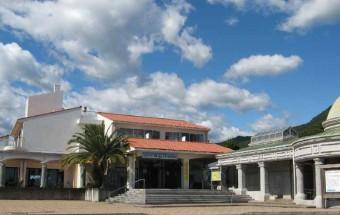 徳島県海陽町(かいようちょう)の美しい海を体験し、併設ホテルの温泉でくつろげる観光拠点『道の駅 宍喰温泉』