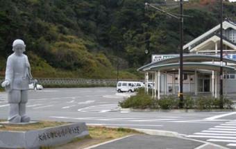 『因幡の白兎』(いなばのしろうさぎ)にちなんだ施設には、鳥取のお土産がいっぱい!名物のいけす海鮮料理やご当地バーガーも人気!『道の駅 神話の里 白うさぎ』