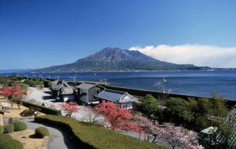 雄大な桜島と錦江湾を望む約15,000坪の園内に薩摩藩の歴史が息づく『仙巌園(せんがんえん)』