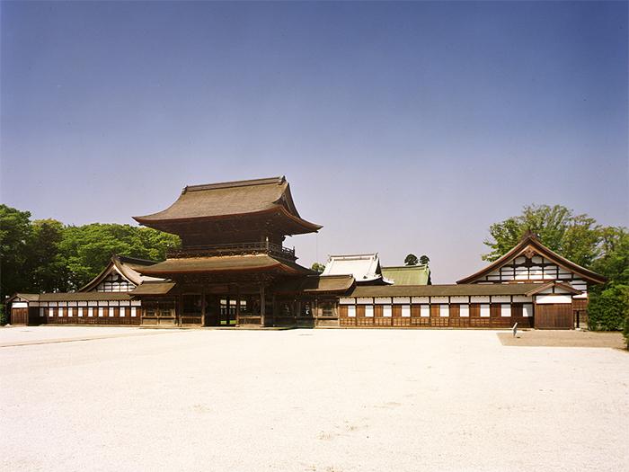 山門(写真提供:高岡山瑞龍寺)