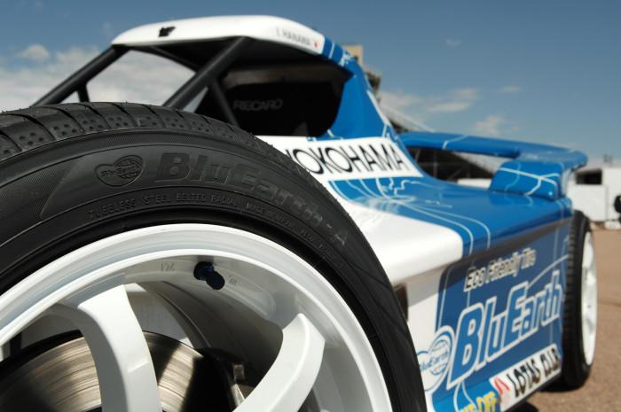 横浜ゴムのエコタイヤ『ブルーアース』で参戦