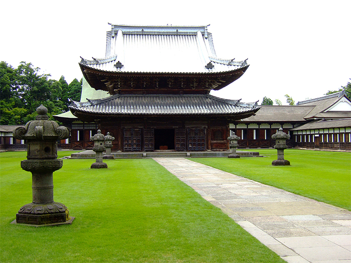 仏殿(写真提供:高岡山瑞龍寺)