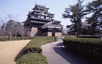 戦国時代の城の姿を今に残し、「現存する城の中で唯一の正統天守閣」と言われる、国宝『松江城』