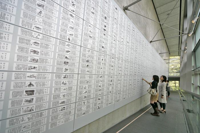 坂の上の雲7 新聞壁