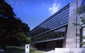 明治を背景に司馬遼太郎が描いた、松山市ゆかりの小説『坂の上の雲』を追体験するならば、まず最初に訪れたい「坂の上の雲ミュージアム」