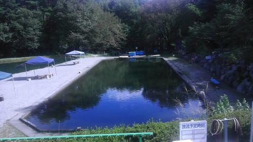 えさ釣り池