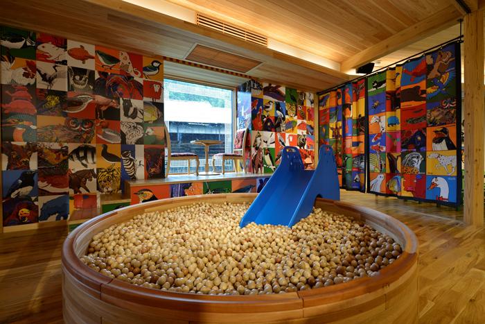 人吉鉄道ミュージアム_木のボールのプール(1階)
