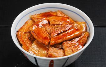 帯広のご当地グルメといえば『豚丼』! 200店を超えるお店の中から、オススメしたいのは『ぶた丼のとん田』