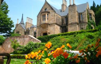 幸せいっぱいのプリンセス体験もできる!中世ヨーロッパ(スコットランド)の本物の古城を移築した『ロックハート城』