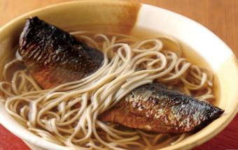 この一椀に京の食文化を感じる!名物のにしんそばをいただくのなら、ぜひ発祥のお店『総本家にしんそば松葉 本店』で!