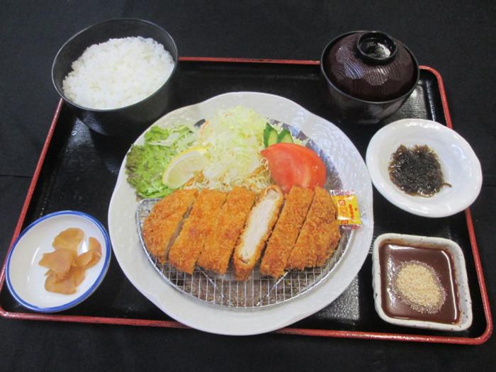 黒豚とんかつ定食 1380円(税込)