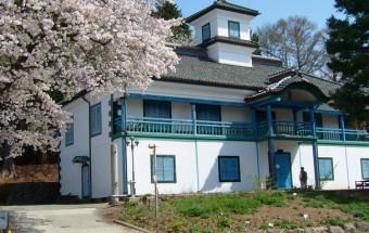 明治・大正・昭和、それぞれの時代を象徴する学校校舎『津金学校』をベースに、平成の観光拠点として生まれ変わった『三代校舎ふれあいの里』
