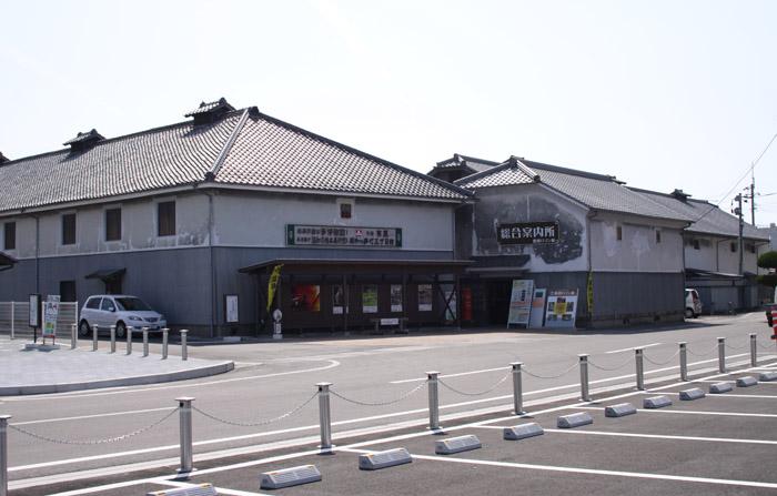 昭和ロマン蔵 ロマン蔵外観(会議所側)