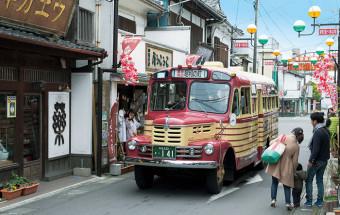 懐かしい昭和の暮らしやおもちゃ・駄菓子の景品などを展示。レトロカーもいっぱいの、昭和の町のテーマパーク『昭和ロマン蔵』