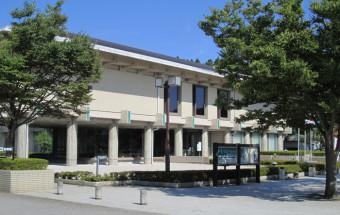 世界に誇る日本の漆塗ブランド「輪島塗」の逸品・名品を展示。未来へ向けて漆文化を発信する「石川県輪島漆芸(しつげい)美術館」