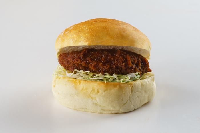 国見バーガー(チーズ入りチキンソースかつ)サバの味噌煮のクラシックに次ぐ人気ナンバー2商品