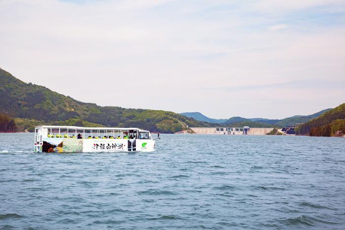 津軽白神 水陸両用バス03