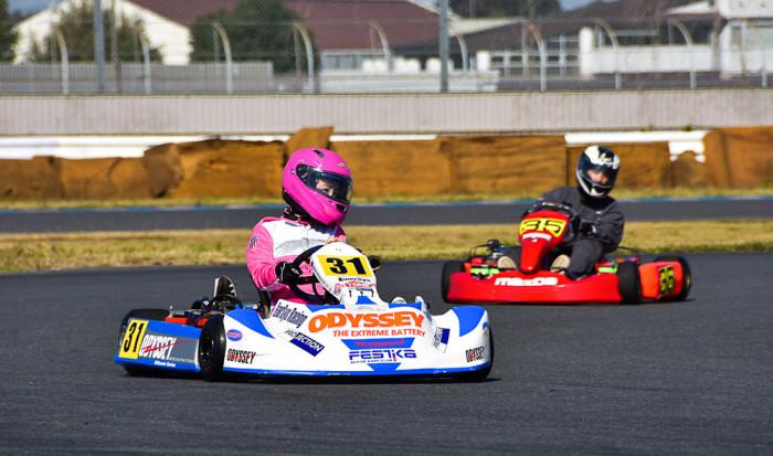 4-5カートレース女子