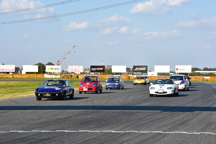 第24回日本EVフェスティバル ‐ コンバートEV1時間ディスタンスチャレンジのスタートシーン