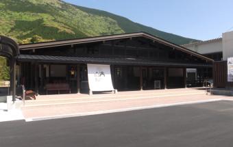 美しい棚田や天空の城、神秘の渓谷などが点在する三重県熊野市にできた新しいドライブ拠点。『熊野地鶏らーめん』や『新姫サイダー』なども味わえる!『道の駅 熊野・板屋九郎兵衛(いたやくろべえ)の里』